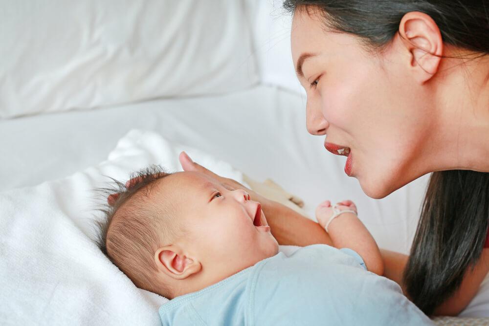 Bayi Mulai Mengoceh Begini Tahapan Perkembangan Bayi Mulai Bicara