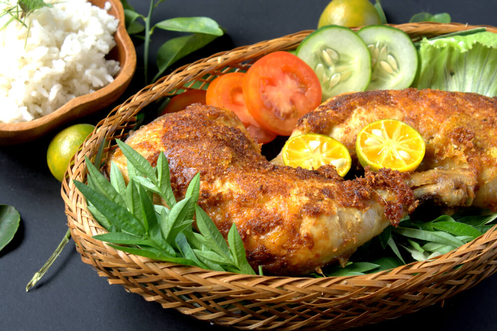 how to make ayam goreng berempah full of flavour and a finger licking fried chicken