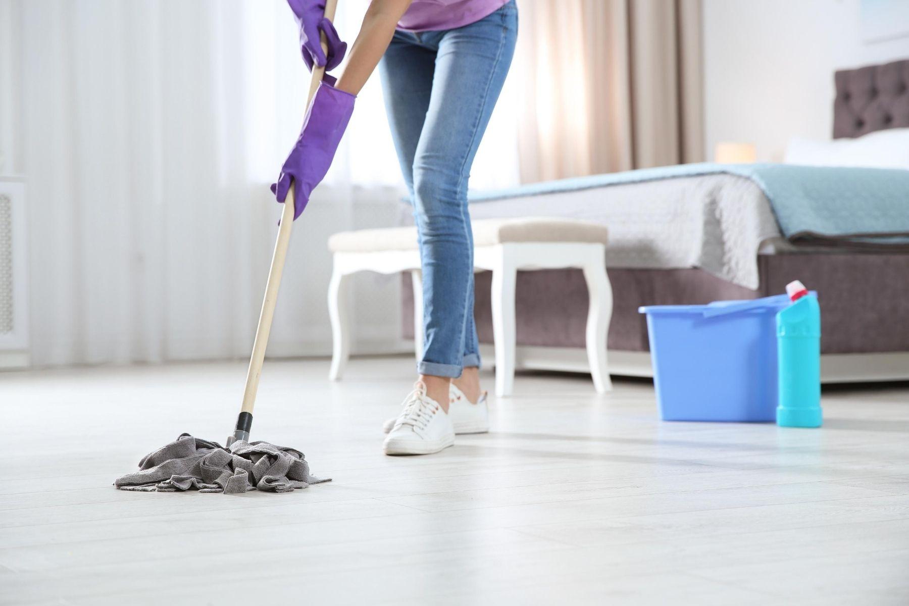 HappyFresh_Cleaning_Tips_Mop_Floor