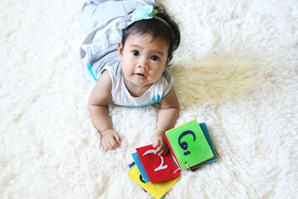 perkembangan bayi 0-12 bulan