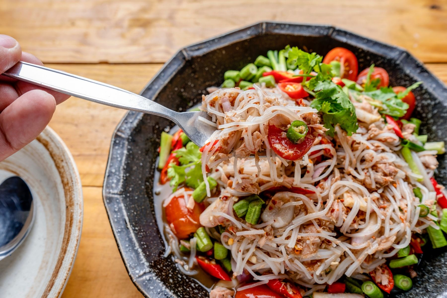HappyFresh_Spicy_Rice_Noodle_Salad_With-Fried_Mackerel_Recipe