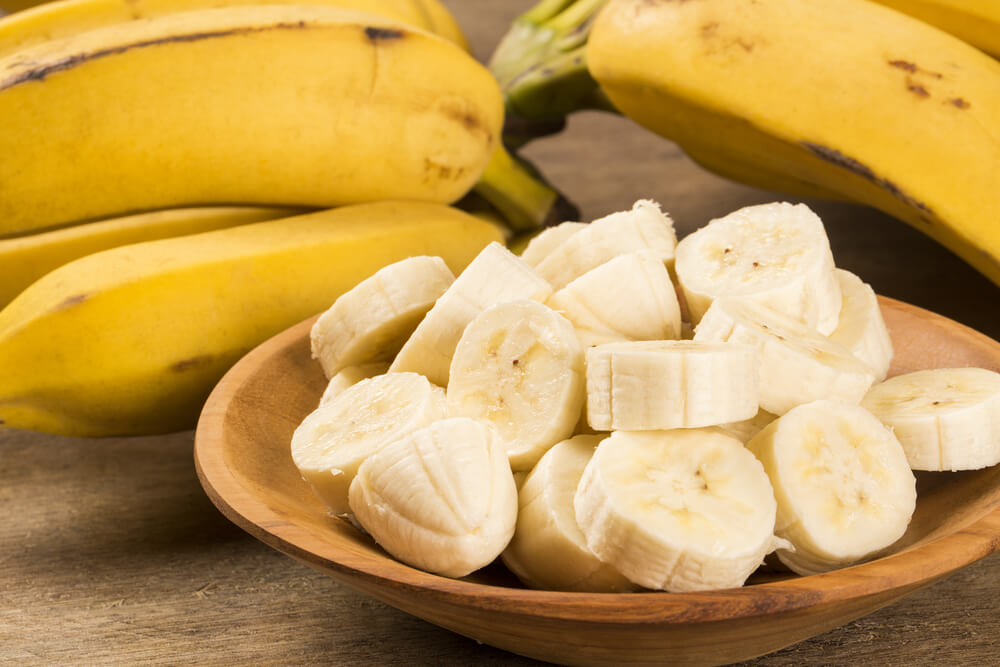 Sliced bananas on a plate