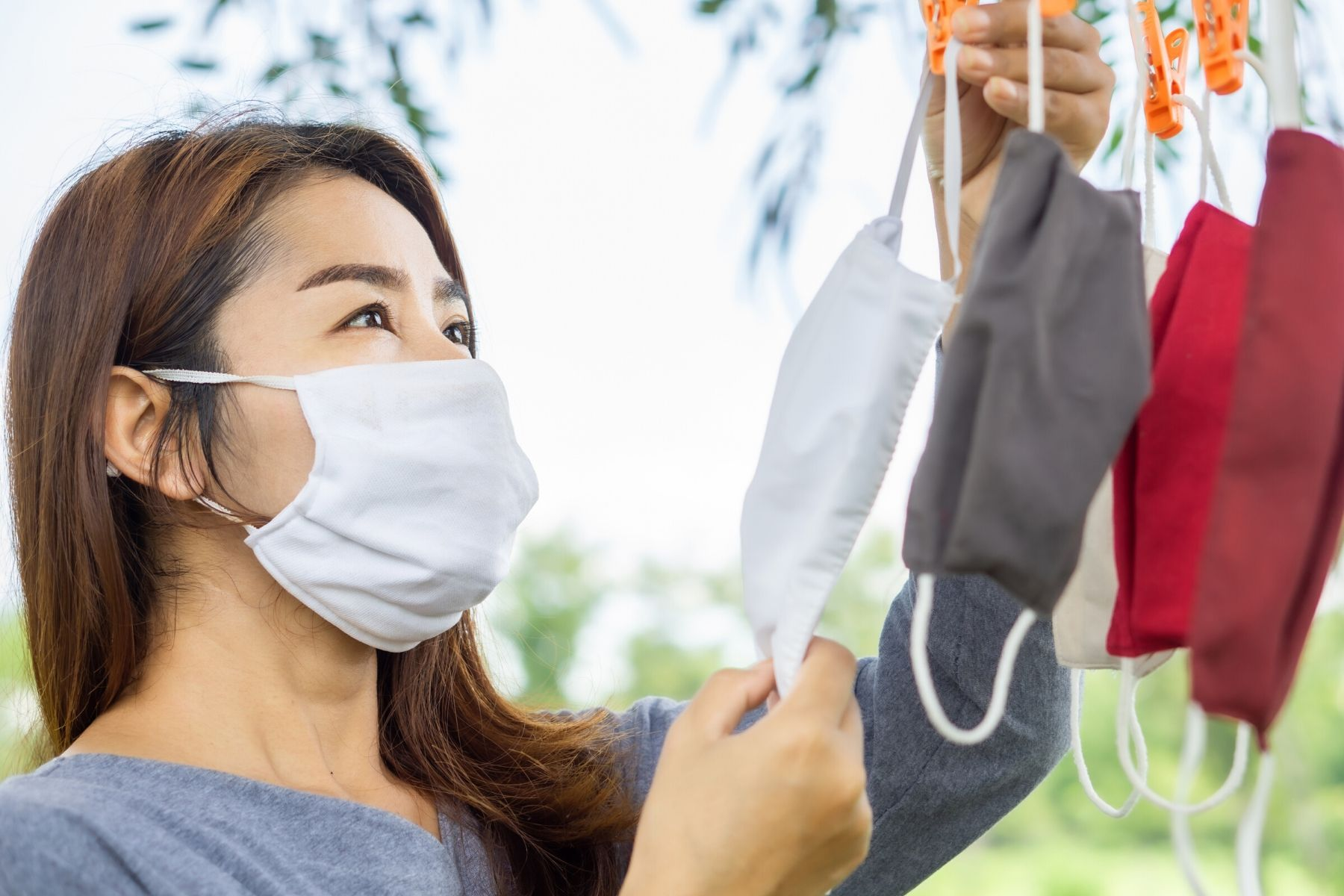 HappyFresh_How_To_Wash_Fabric_Face_Mask_Hanging