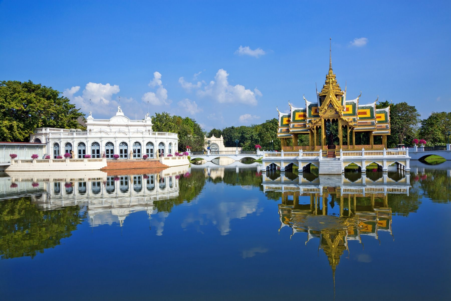 HappyFresh_One_Day_Trip_Near_Bangkok_Bang_Pa_In_Palace
