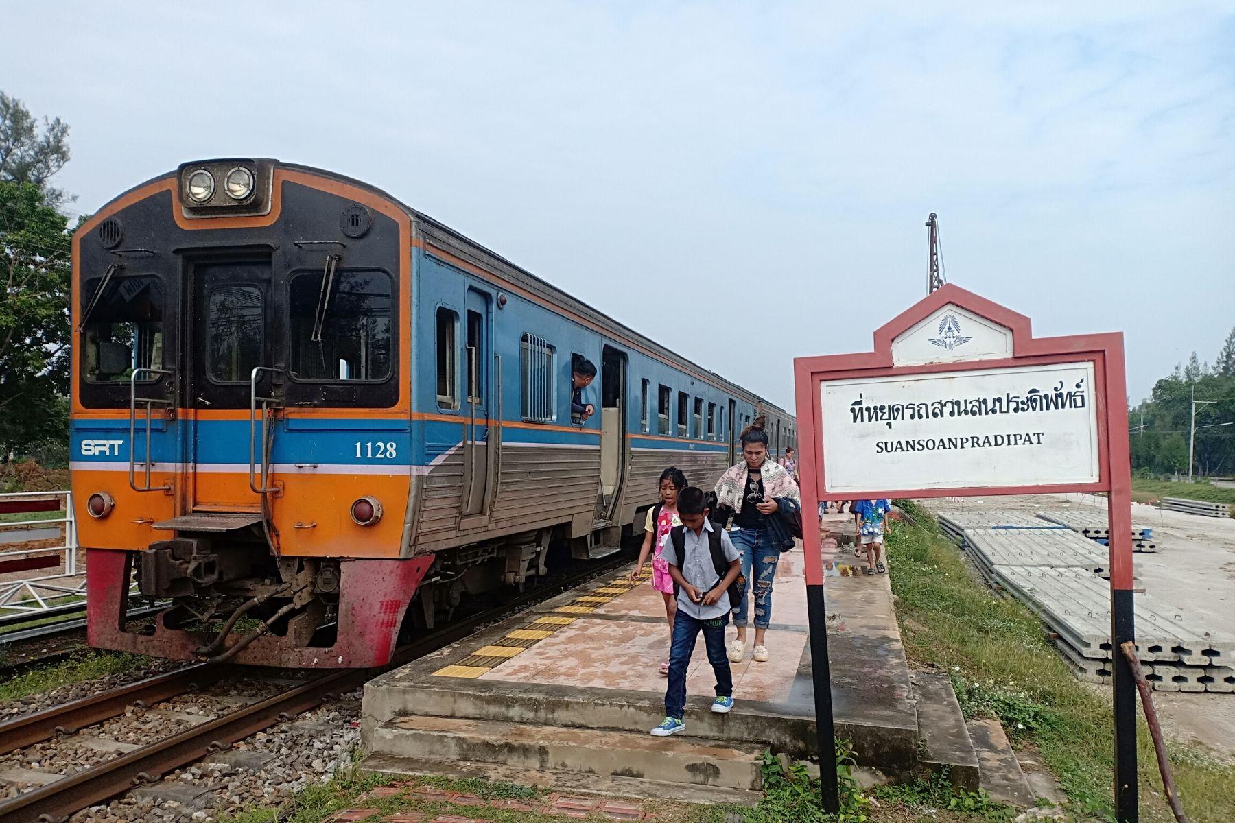 HappyFresh_One_Day_Trip_Near_Bangkok_Suan_Son_Pradipat_Train