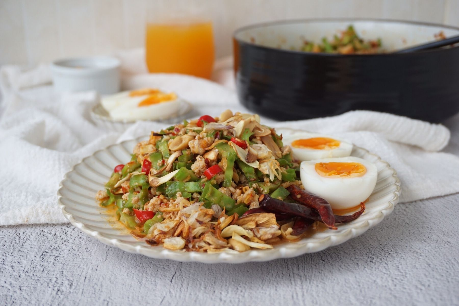 HappyFresh_Winged_Bean_Salad_With_Minced_Pork_Cooking