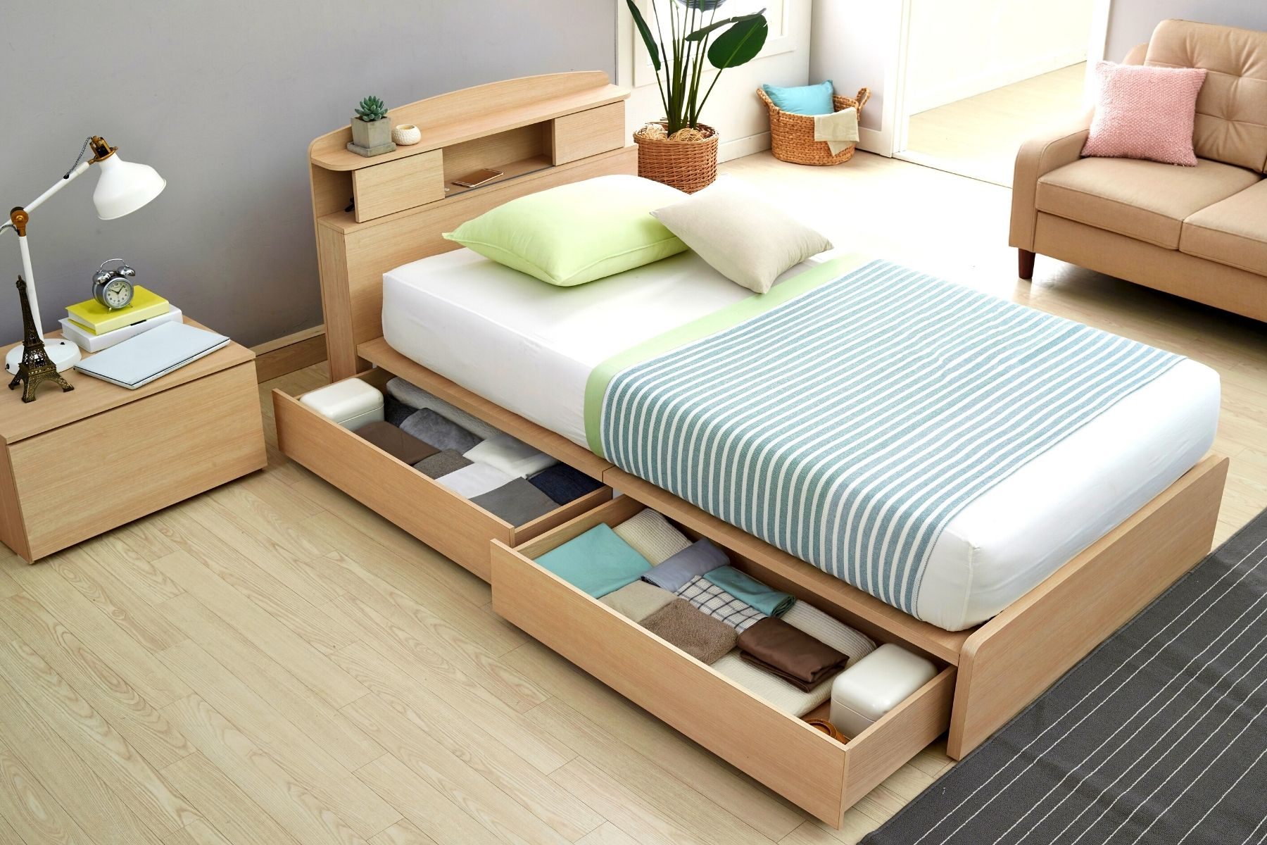 HappyFresh_Best_Idea_To_Decorate_Your_Small_Bedroom_Drawer