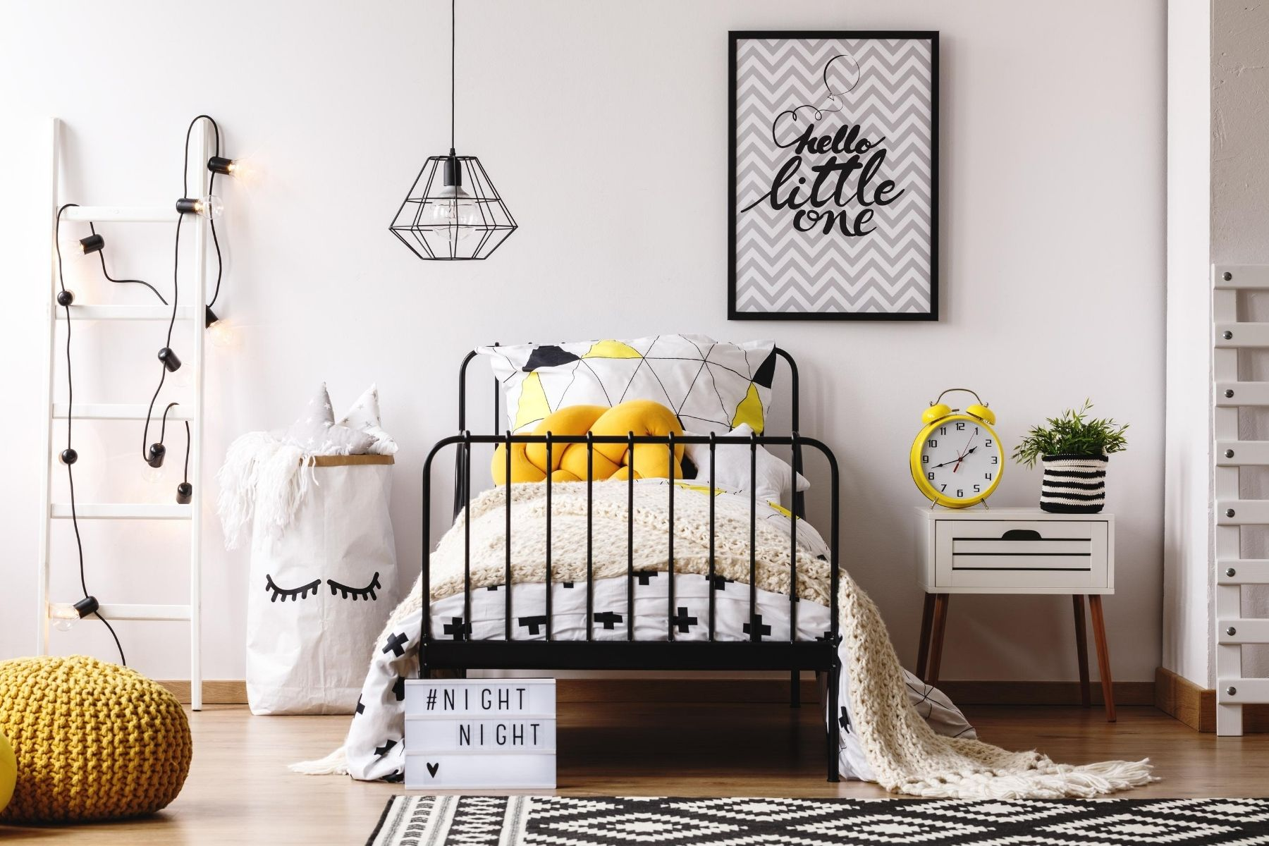 HappyFresh_Best_Idea_To_Decorate_Your_Small_Bedroom_Wall_Light