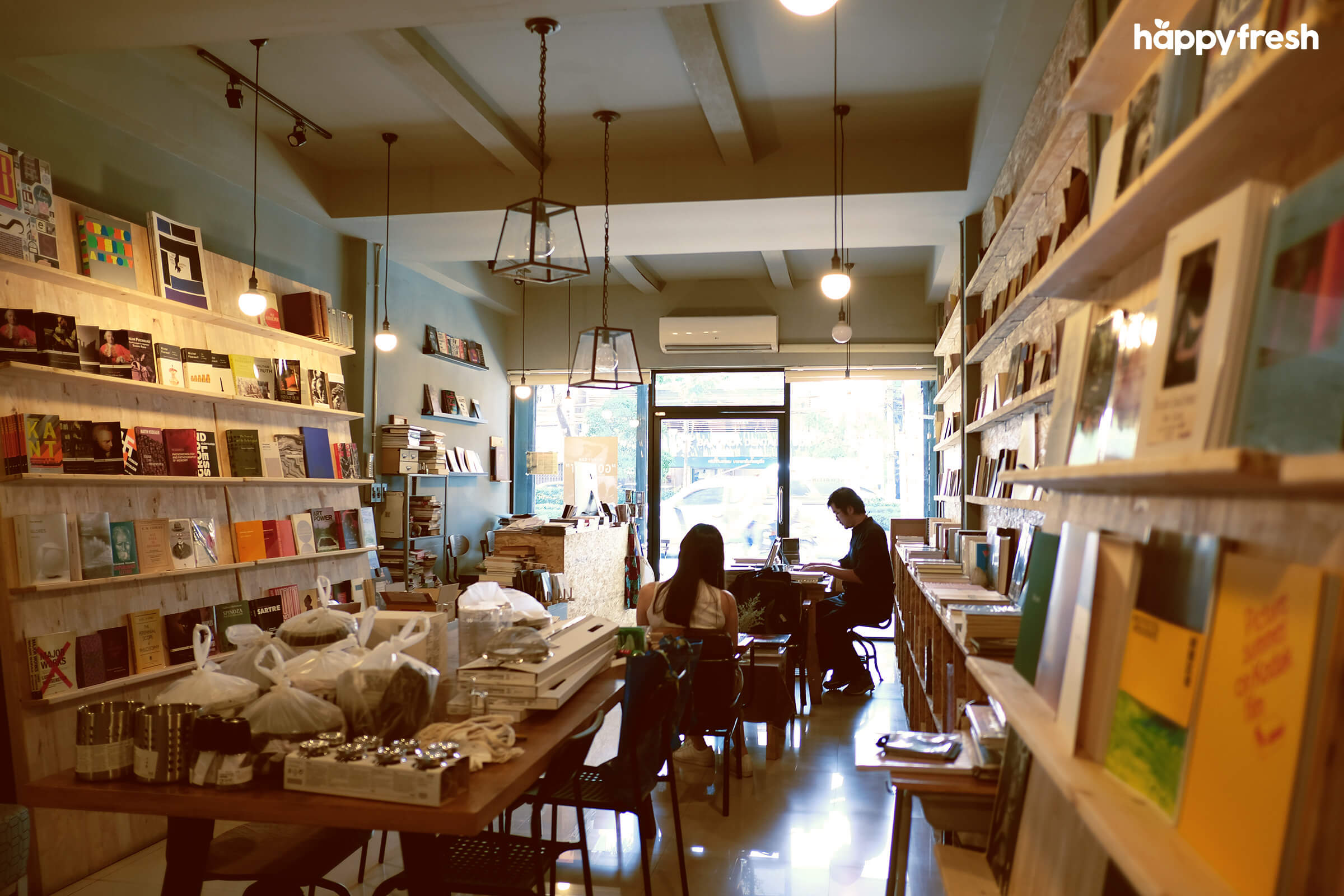 HappyFresh_Review_5_Cafes_Bookstores_In_Bangkok_Books_And_Belongings_1