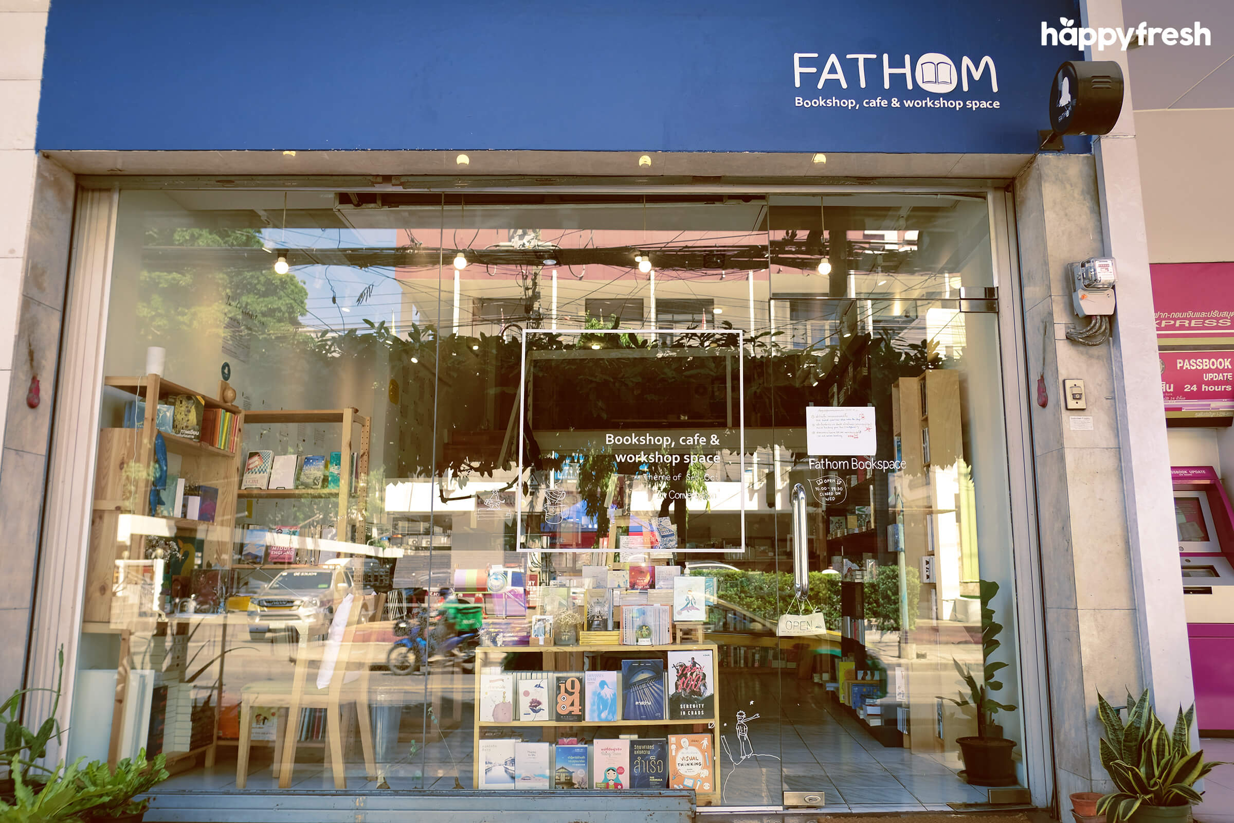 HappyFresh_Review_5_Cafes_Bookstores_In_Bangkok_Fanthom_Bookspace