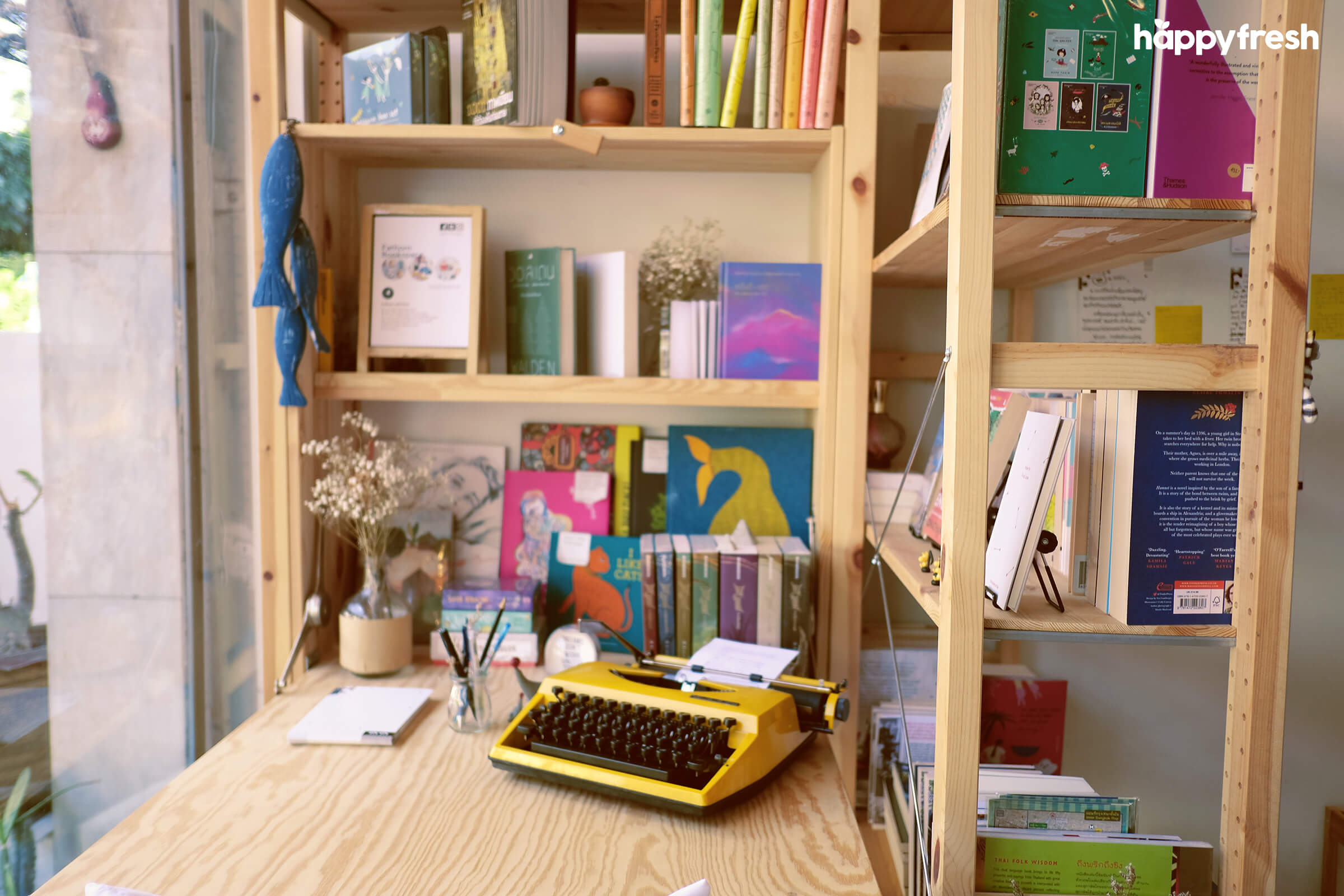 HappyFresh_Review_5_Cafes_Bookstores_In_Bangkok_Fanthom_Bookspace_1