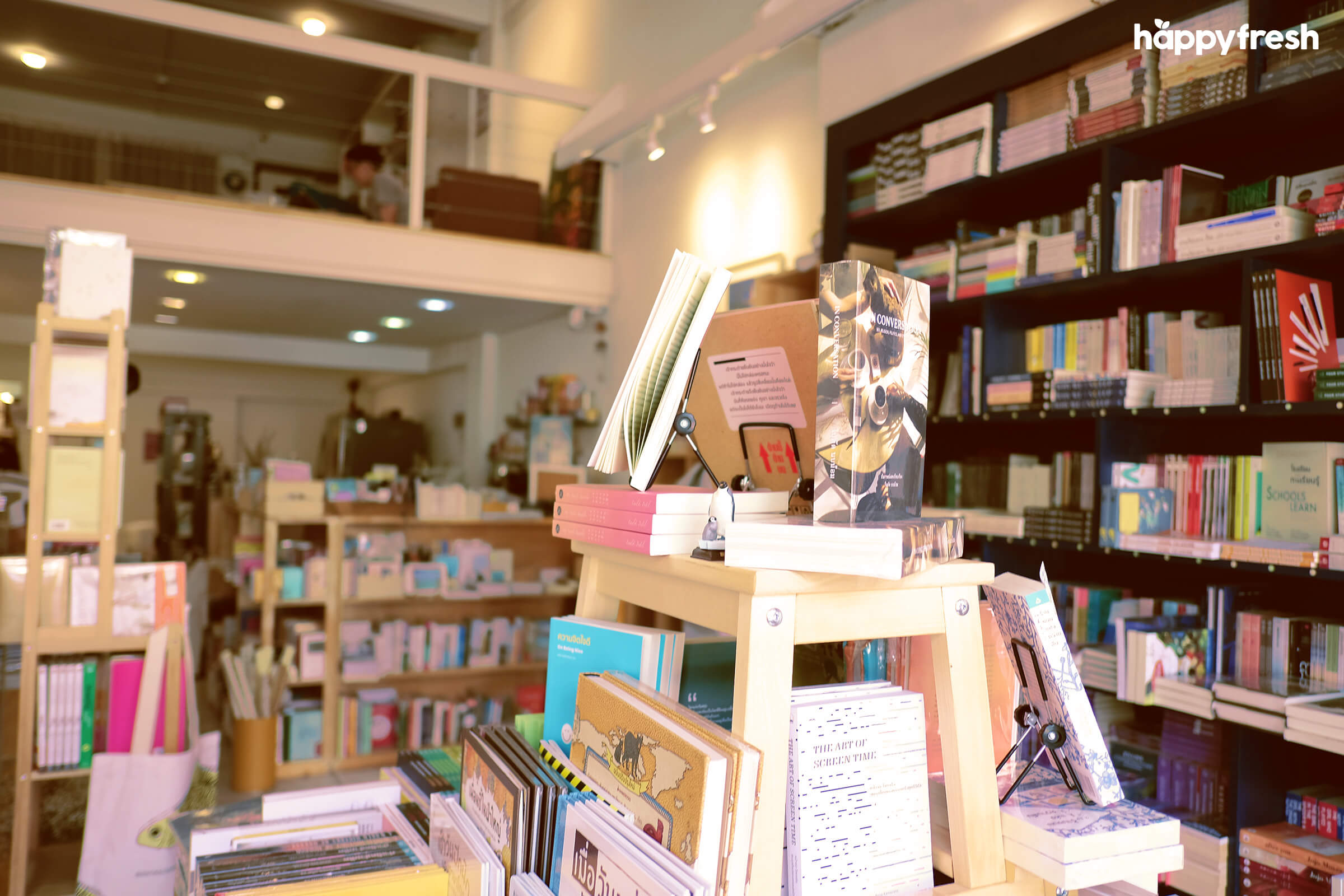 HappyFresh_Review_5_Cafes_Bookstores_In_Bangkok_Fanthom_Bookspace_2