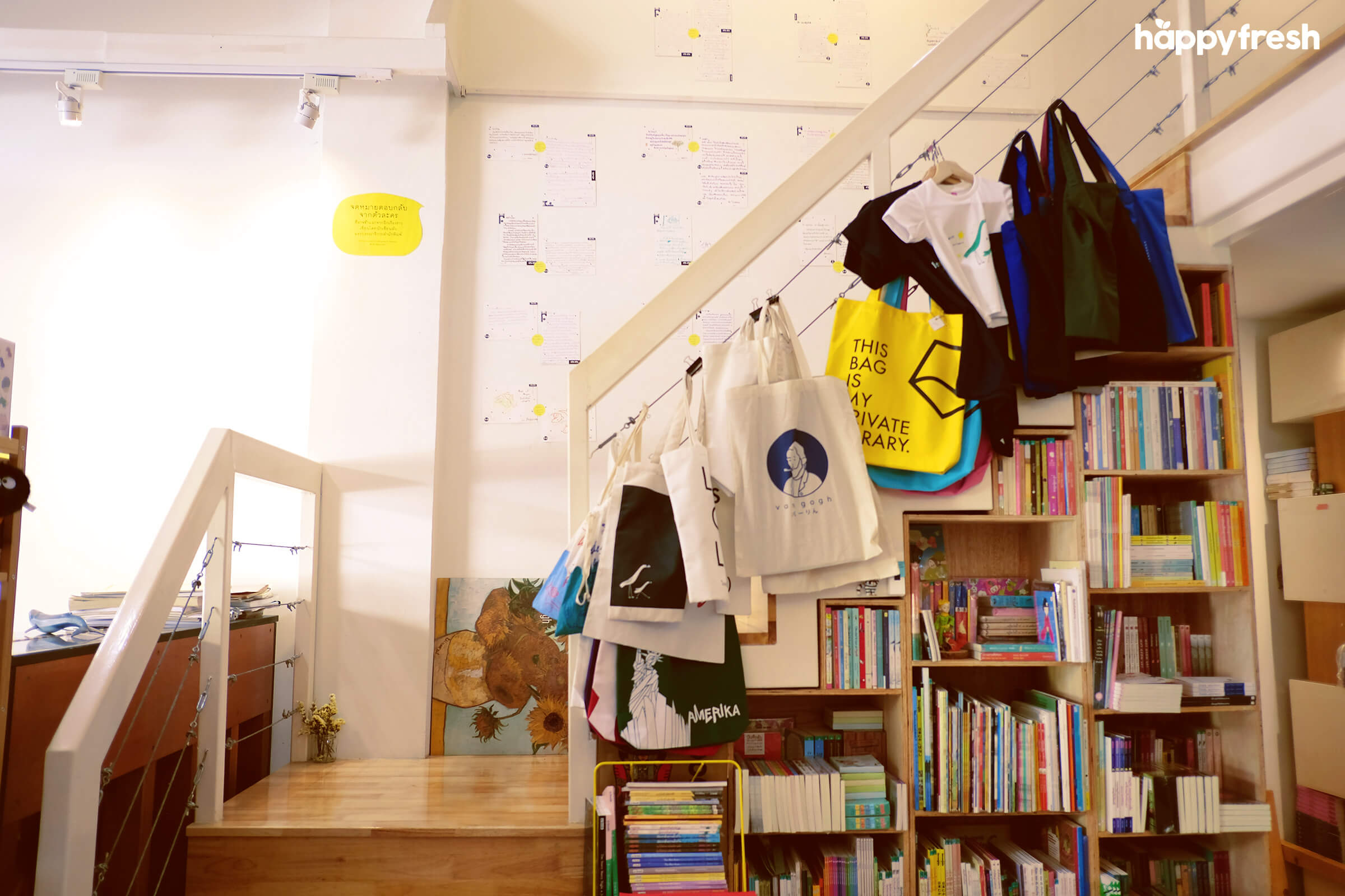 HappyFresh_Review_5_Cafes_Bookstores_In_Bangkok_Fanthom_Bookspace_4
