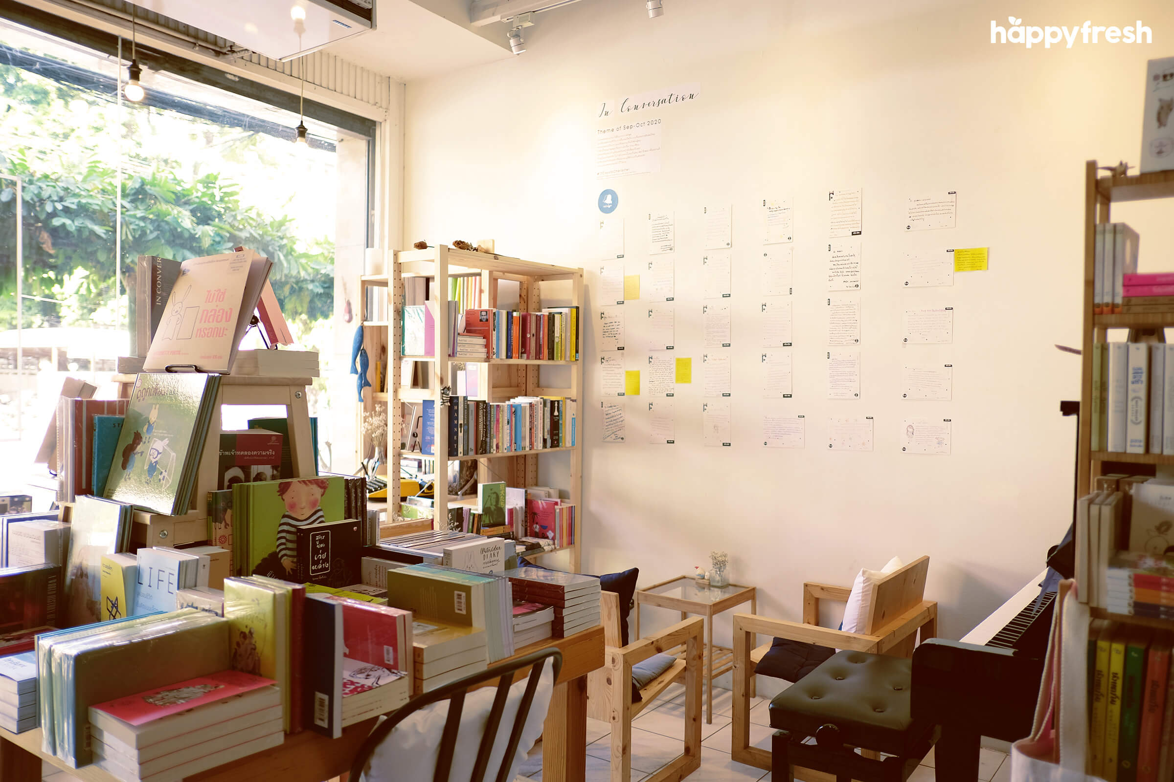 HappyFresh_Review_5_Cafes_Bookstores_In_Bangkok_Fanthom_Bookspace_5