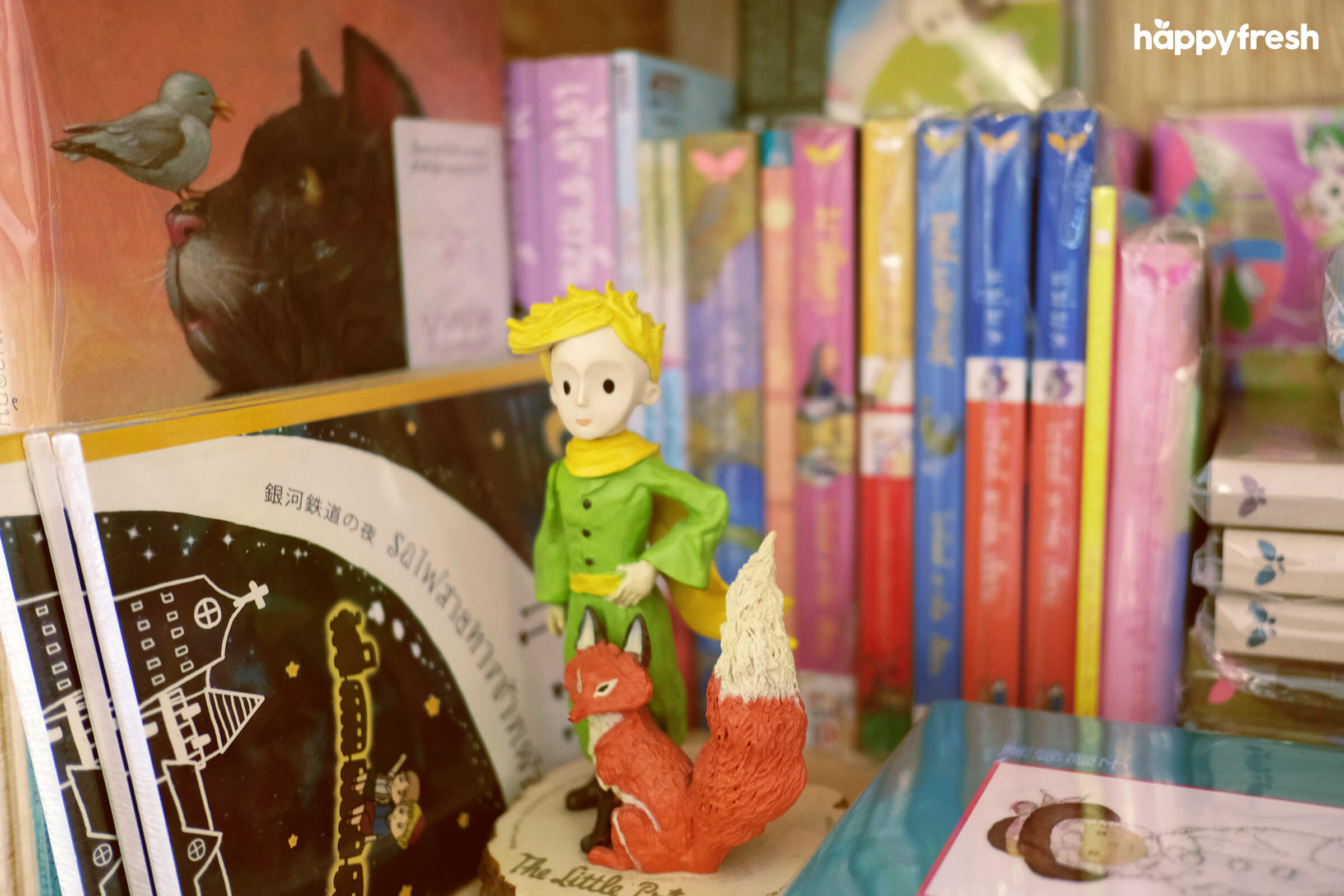 HappyFresh_Review_5_Cafes_Bookstores_In_Bangkok_Fanthom_Bookspace_7