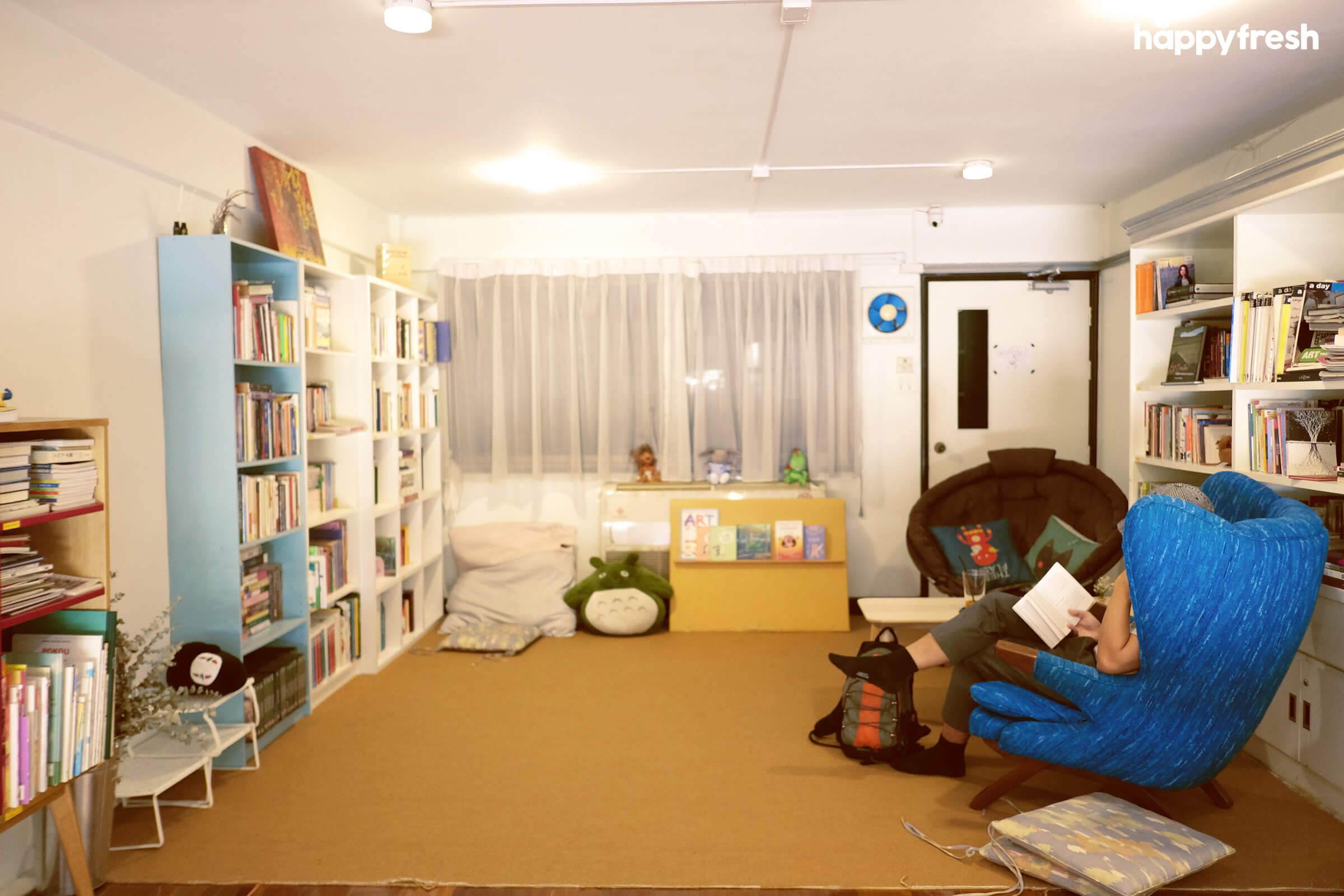 HappyFresh_Review_5_Cafes_Bookstores_In_Bangkok_Fanthom_Bookspace_8