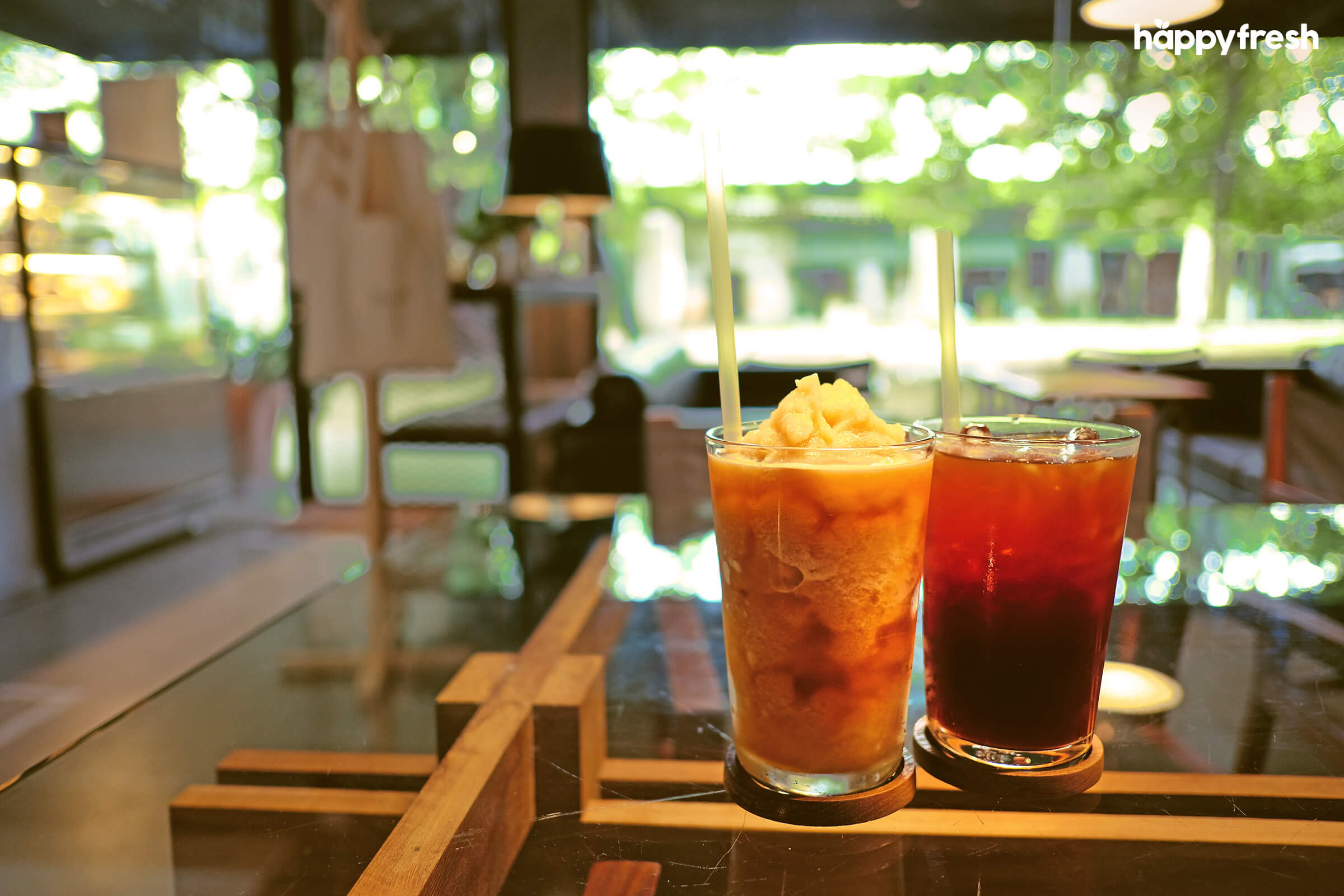 HappyFresh_Review_5_Cafes_Bookstores_In_Bangkok_Library_Cafe_Drinks