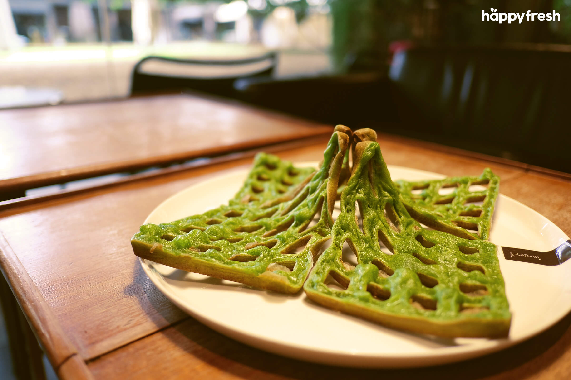 HappyFresh_Review_5_Cafes_Bookstores_In_Bangkok_Library_Cafe_Waffle