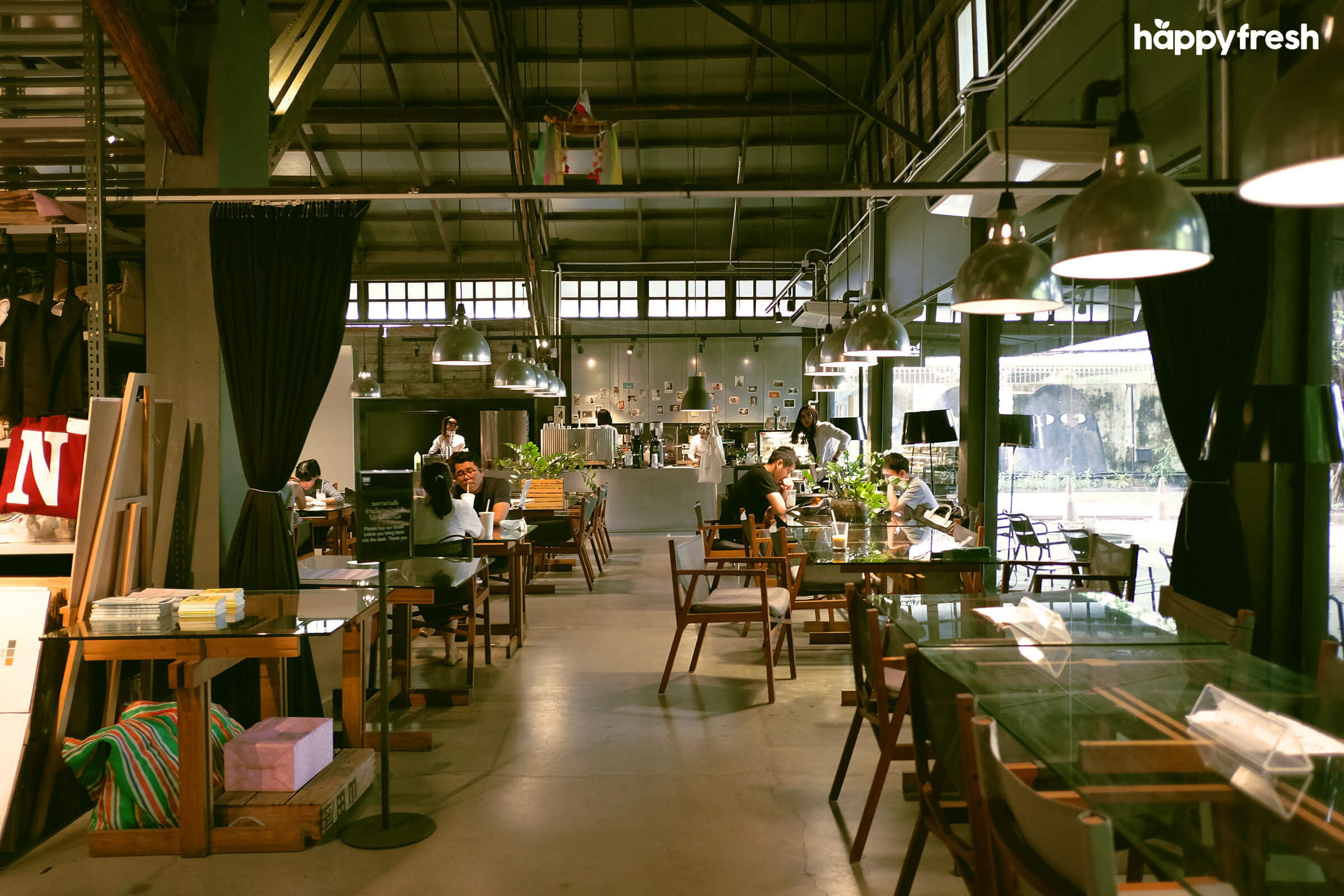 HappyFresh_Review_5_Cafes_Bookstores_In_Bangkok_Library_Cafe