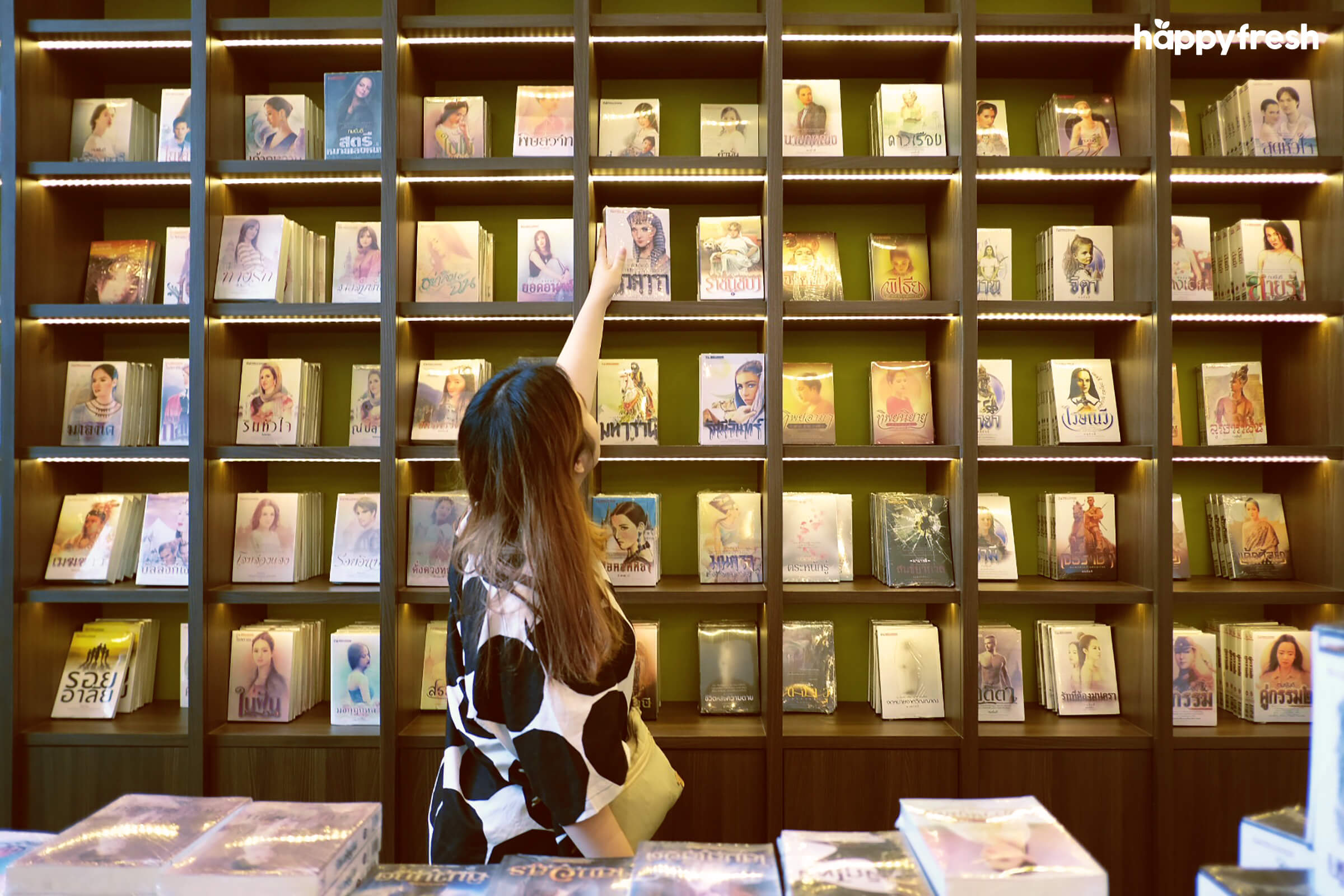 HappyFresh_Review_5_Cafes_Bookstores_In_Bangkok_The_Author_Books_2