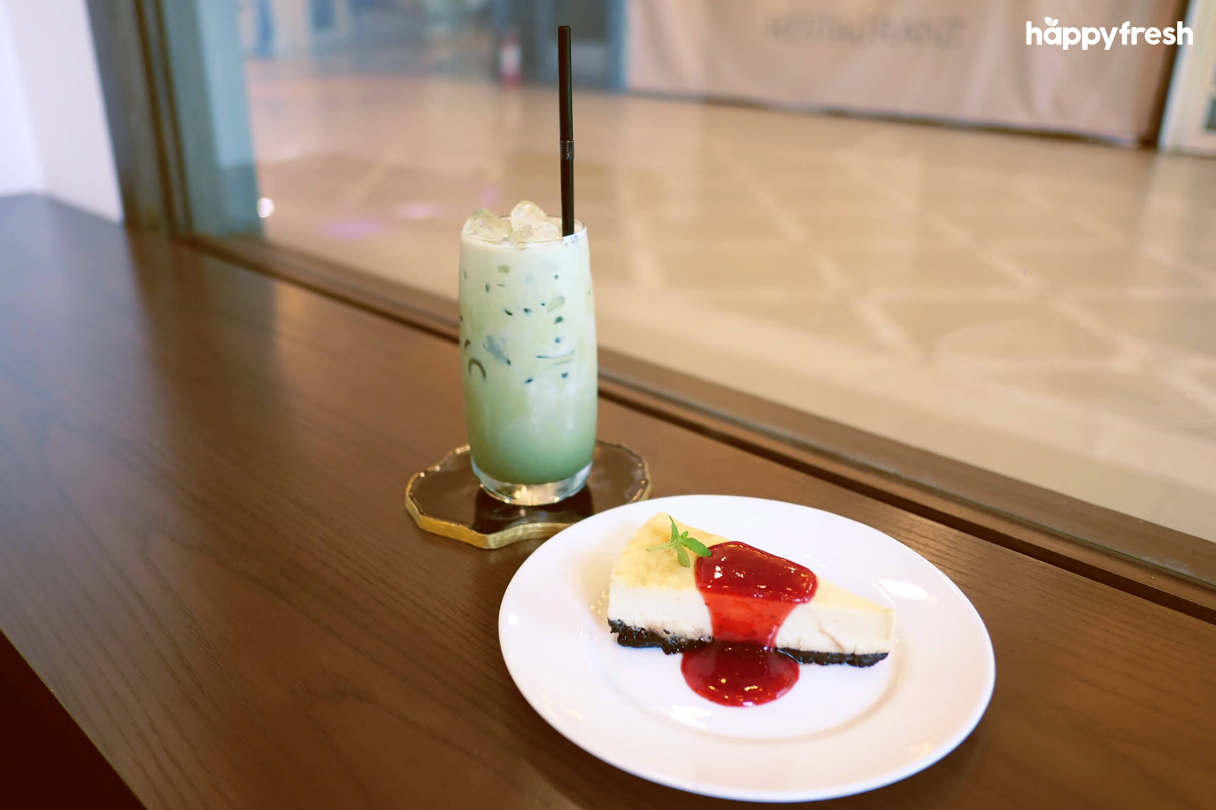 HappyFresh_Review_5_Cafes_Bookstores_In_Bangkok_The_Author_Dessert