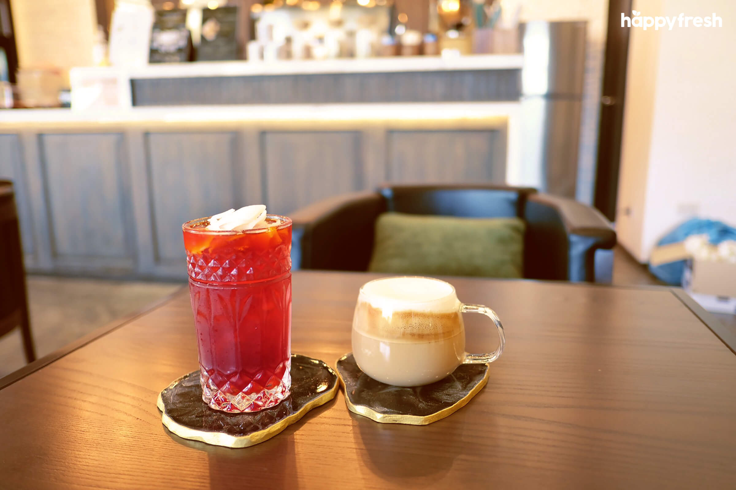 HappyFresh_Review_5_Cafes_Bookstores_In_Bangkok_The_Author_Drinks