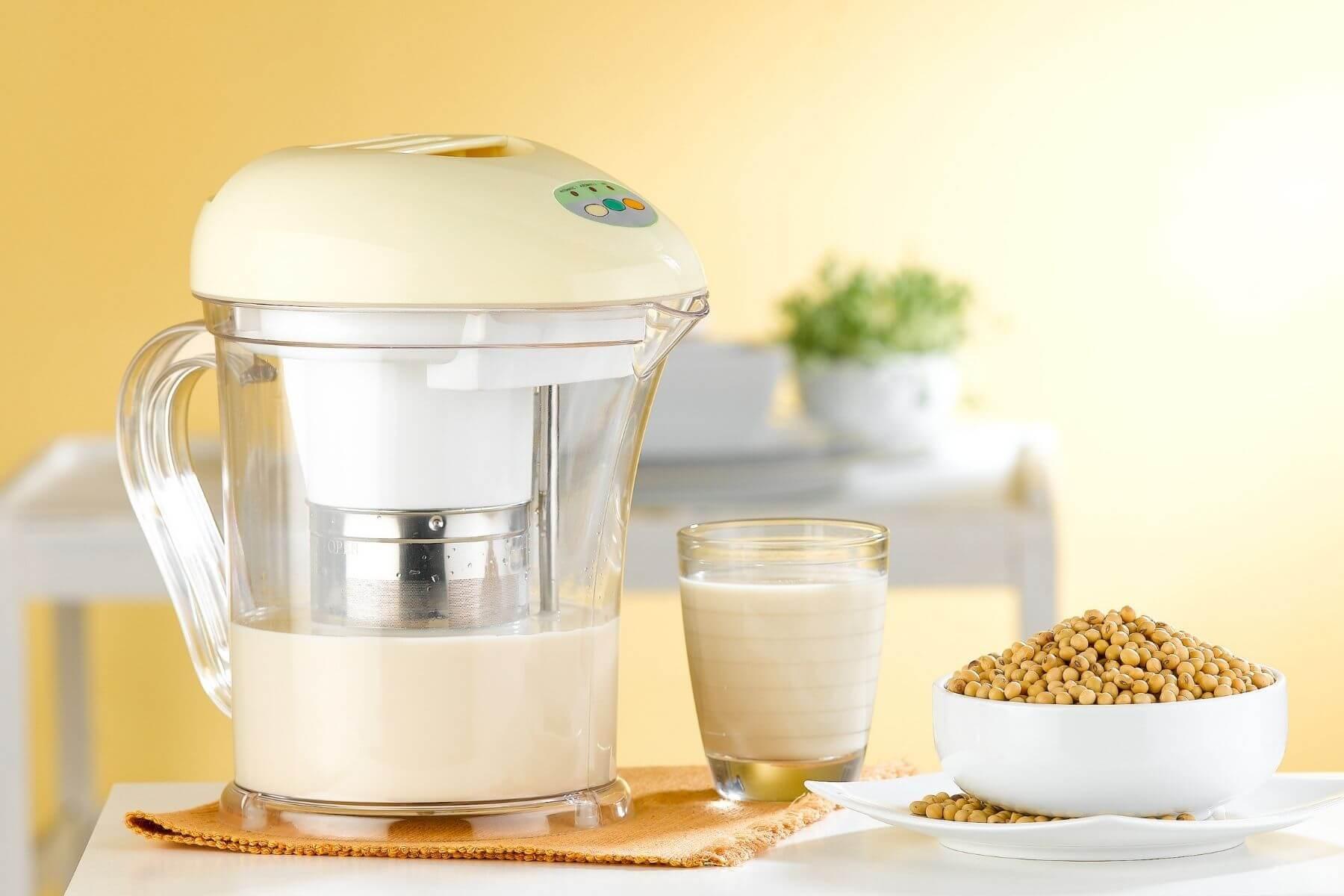 HappyFresh_How_To_Make_Homemade_Soy_Milk_Boiled