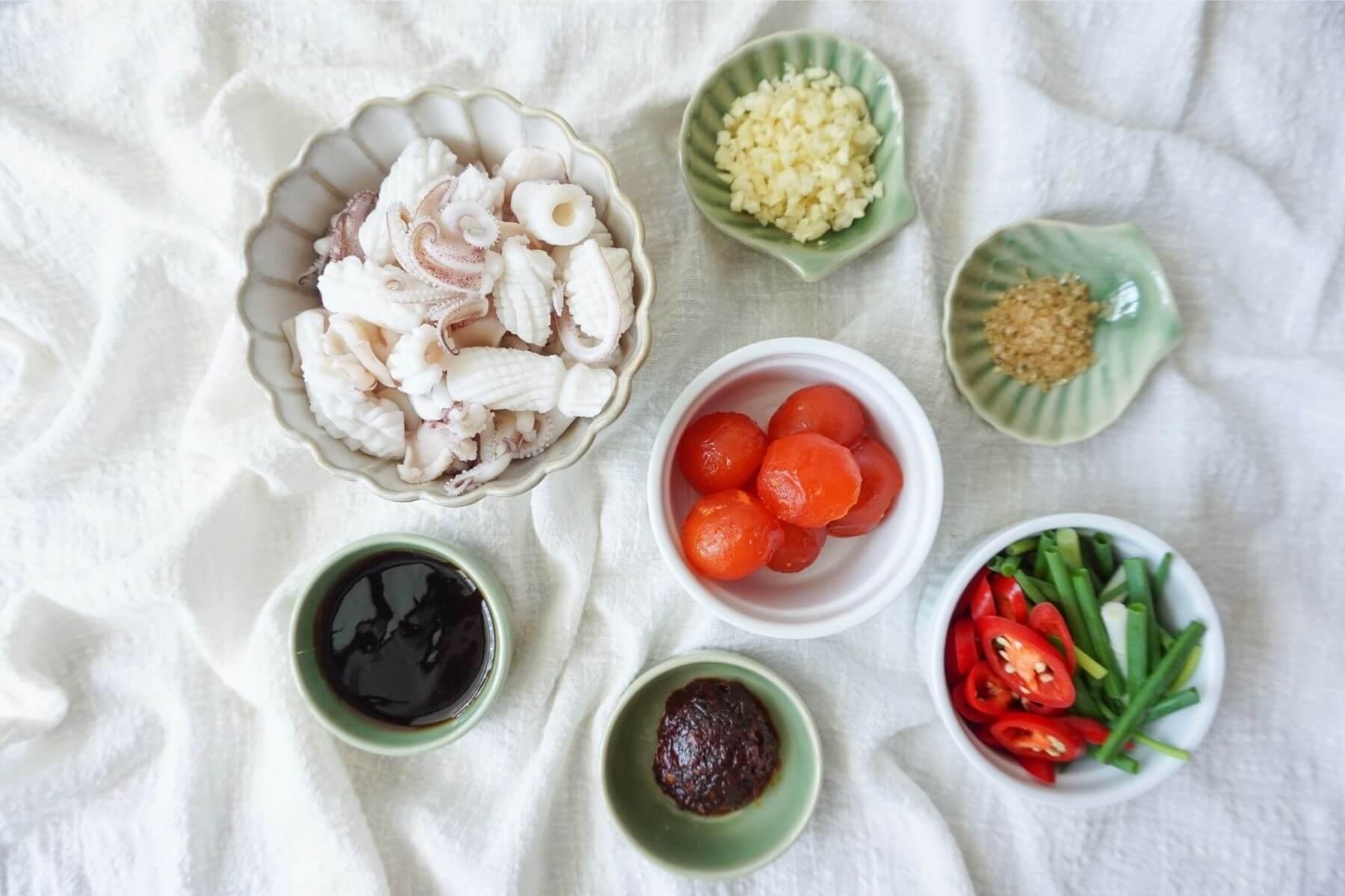 HappyFresh_Stir_Squid_With_Salted_Egg_Ingredients
