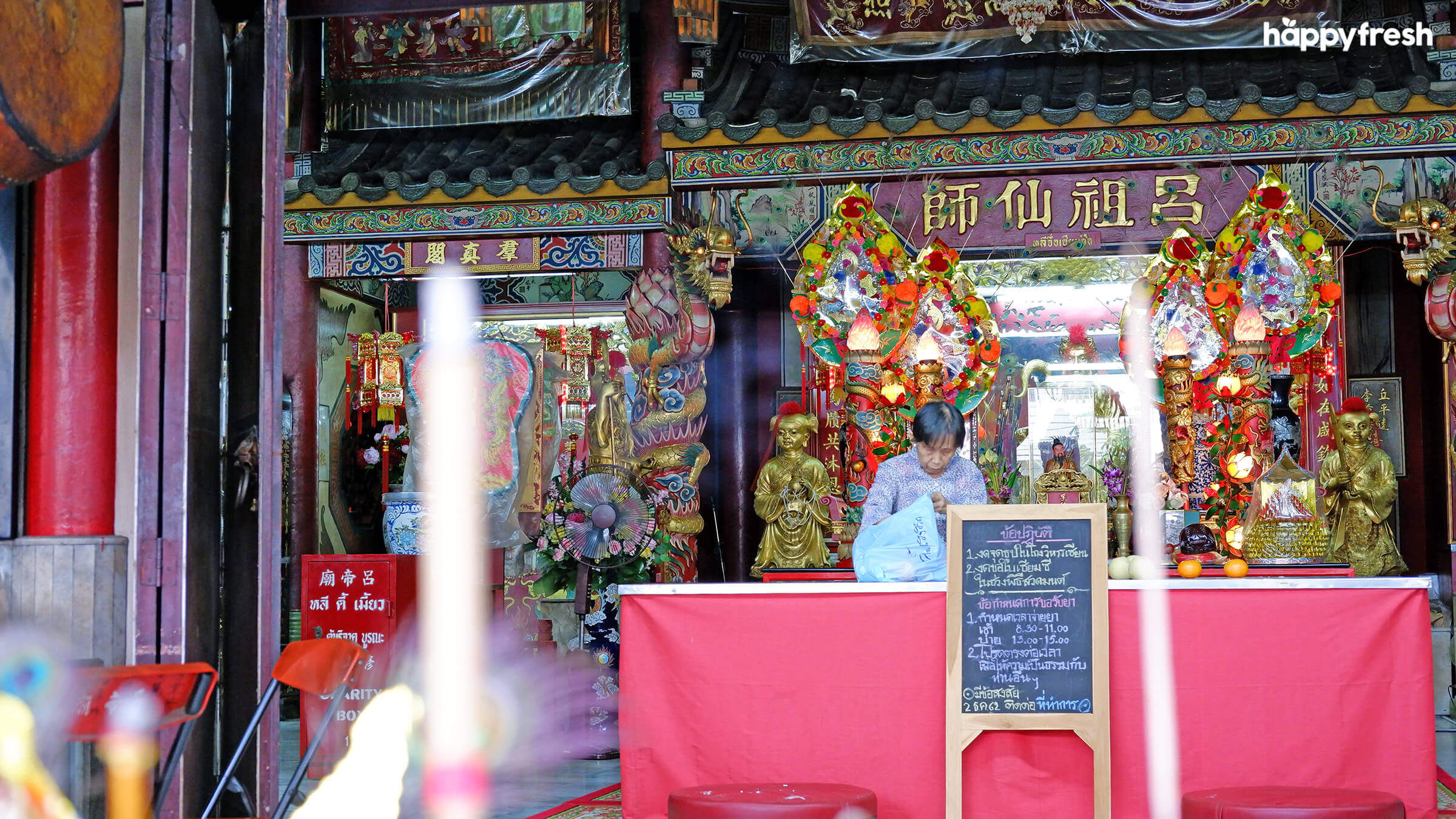HappyFresh_Visit_6_Chinese_Shrines_In_Chinatown_Kuan_Yim_Shrine_3
