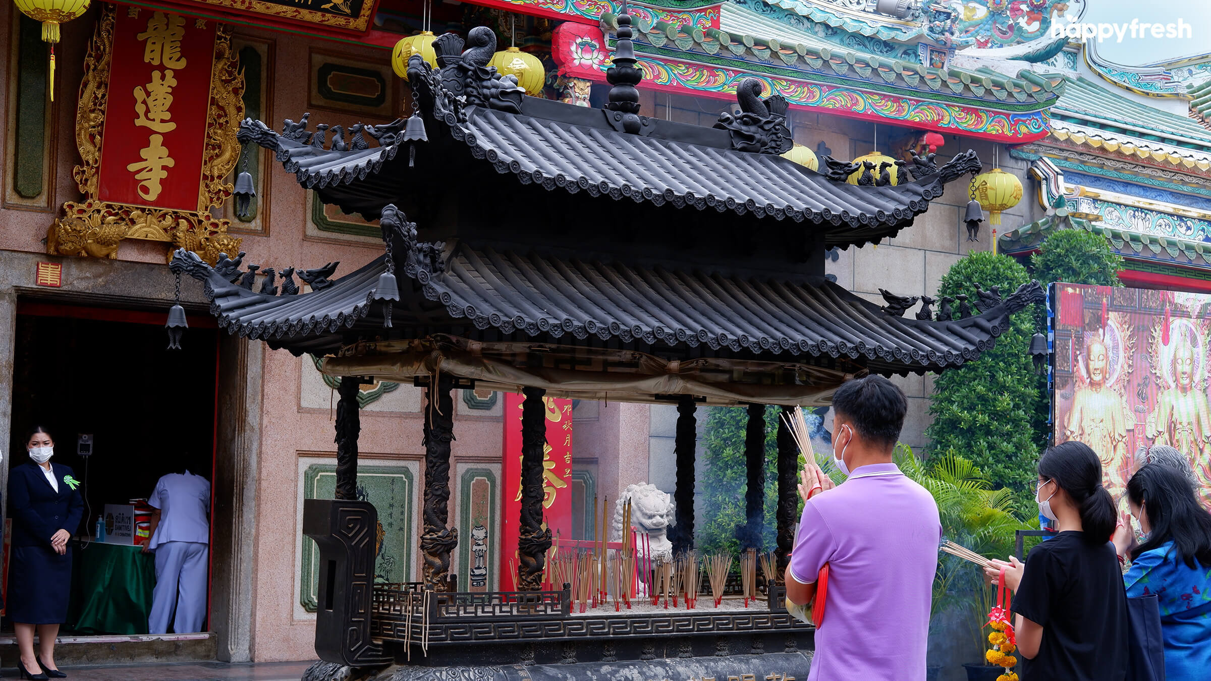 HappyFresh_Visit_6_Chinese_Shrines_In_Chinatown_Wat_Mangkon_3