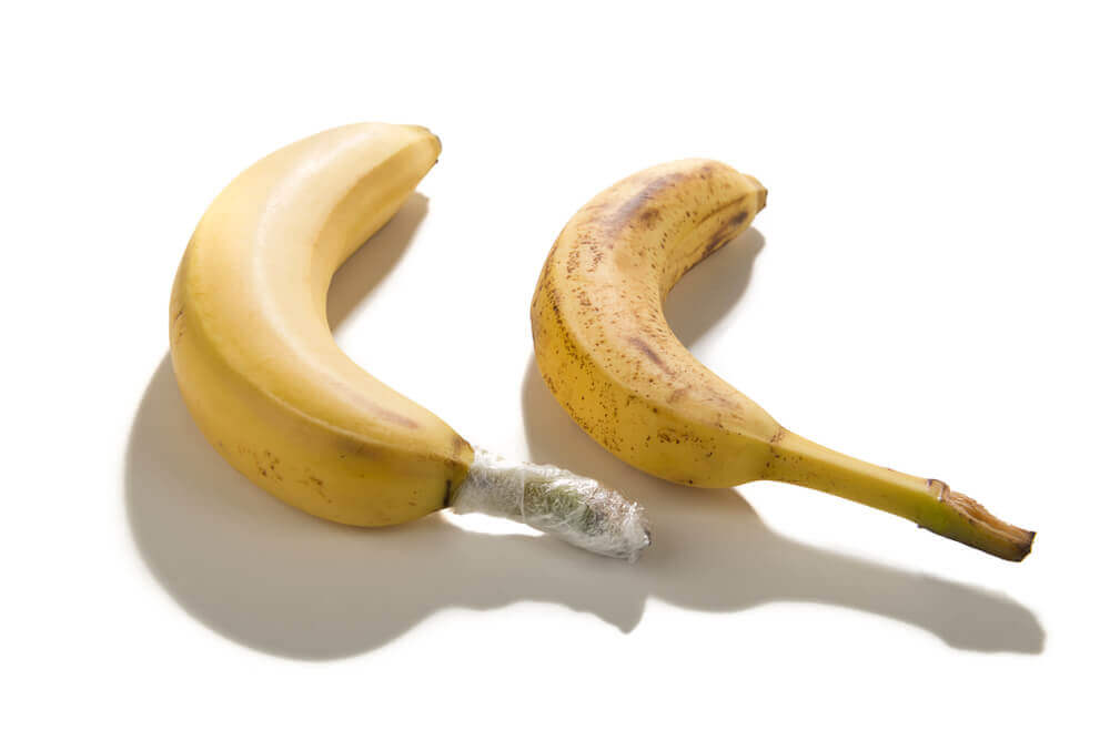 Wrapping banana stem with aluminium foil