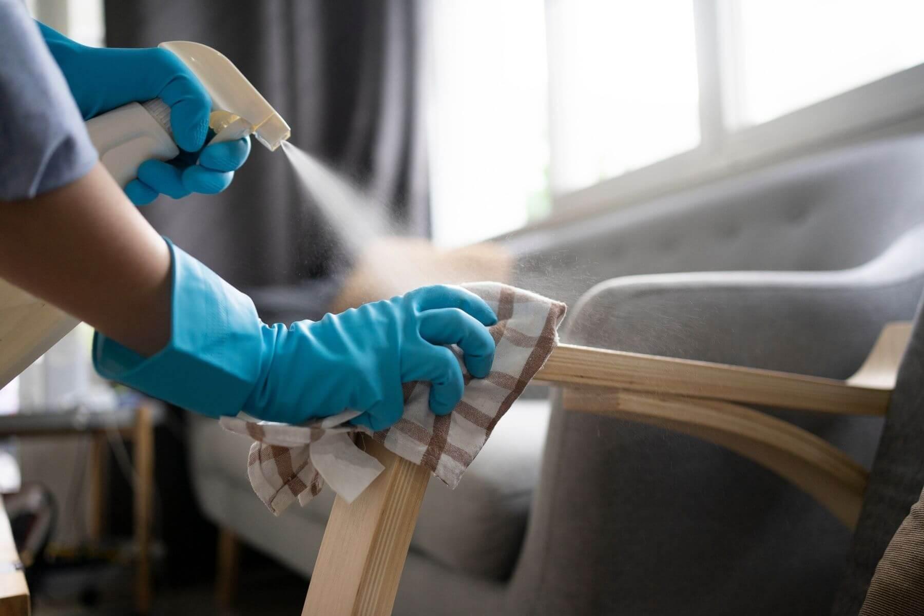 ทำความสะอาดที่พักแขนเก้าอี้ โควิด-19