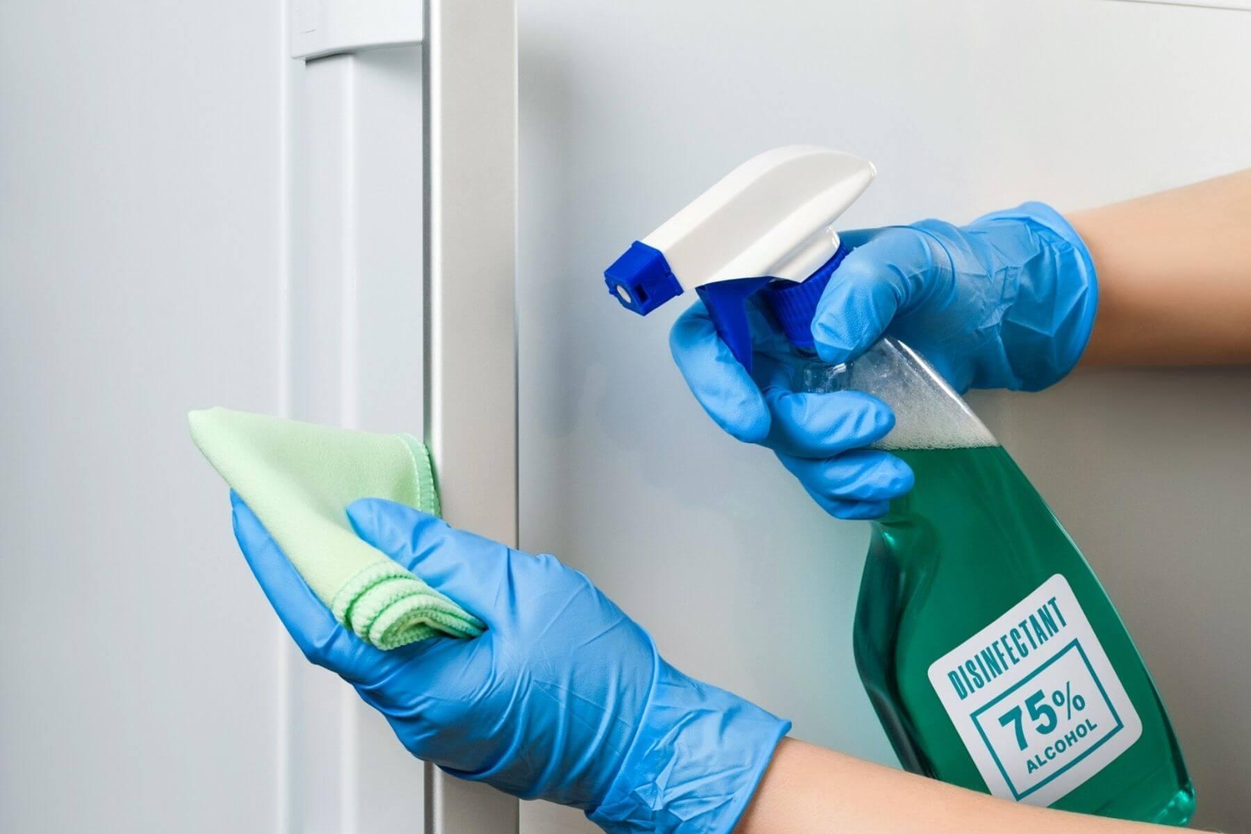 ทำความสะอาดบ้าน ป้องกัน COVID-19 ที่จับตู้เย็น