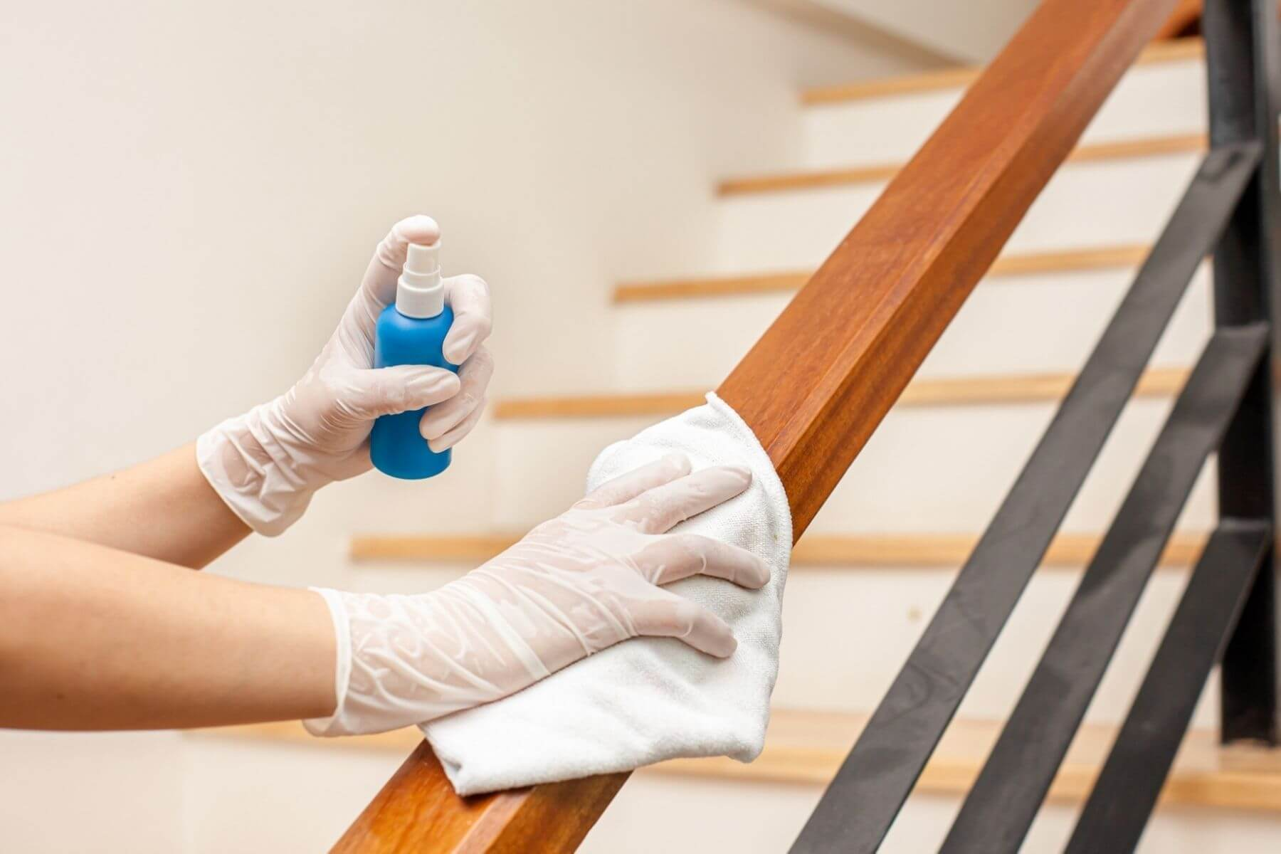 ทำความสะอาดบ้าน ป้องกัน COVID-19 ราวบันได