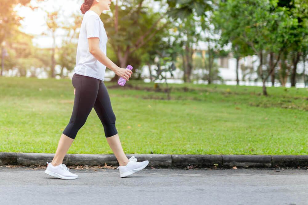 manfaat jalan kaki olahraga saat puasa